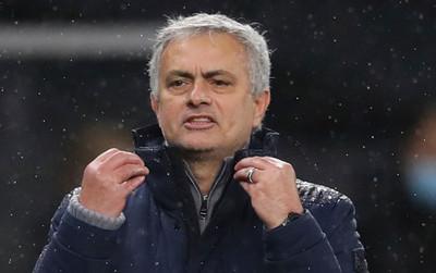 Tottenham thua Chelsea vì penalty, Mourinho chỉ trích trọng tài