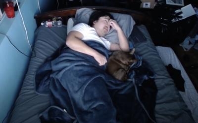 Kiếm 16.000 USD trong một đêm chỉ bằng việc livestream đi ngủ