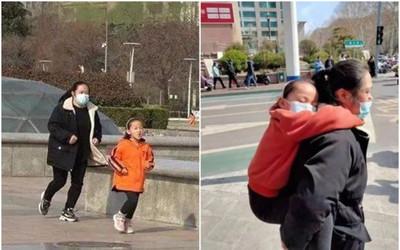 Cô bé 7 tuổi chạy 10km mỗi ngày, đến mệt lả trên lưng mẹ, biết lý do ai cũng cảm phục