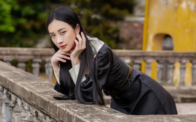 Jun Vũ diện 8 bộ váy cho 'vai phụ không thoại' ở Gái già lắm chiêu V