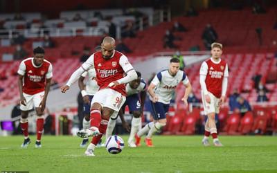 Mourinho khẳng định trọng tài mắc sai lầm ở trận Arsenal vs Tottenham