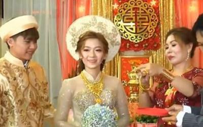 Cô dâu chú rể miền Tây khiến dân tình hoa mắt với 'của hồi môn' lên đến chục tỷ trong ngày cưới