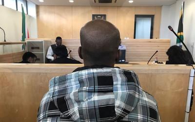 Gã cha dượng biến thái ép bé gái 9 tuổi làm nô lệ tình dục