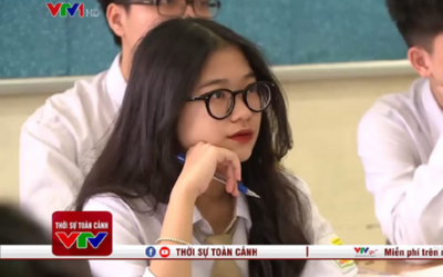 Xuất hiện vài giây trên sóng truyền hình, nữ sinh khiến dân mạng thương nhớ bởi gương mặt siêu đáng yêu