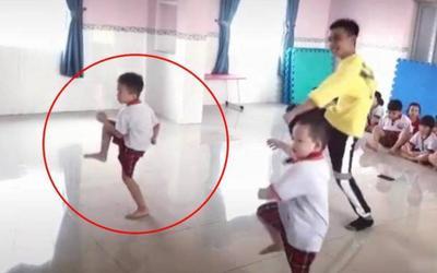 Hai bé trai mẫu giáo với màn thể hiện vũ đạo cực 'chất' khiến nhiều người trầm trồ