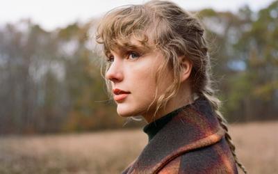 Taylor Swift lội ngược dòng, 'evermore' bất ngờ trở lại No.1 Billboard 200