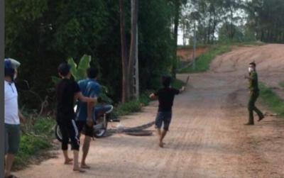 Bắc Giang: Con trai bị thu diều, bố và chú cầm gậy, dao đuổi đánh công an để đòi lại