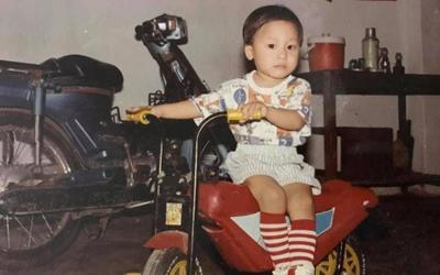 Hòa Minzy khoe ảnh chồng ngày bé, dân mạng tấm tắc khen bé Bo giống bố như tạc