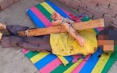 Bé 7 tuổi bị cha trói tay vào cột gỗ, bôi mật khắp người để ong đốt vì tội ăn trộm