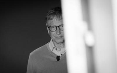 Bill Gates bị tố 'đi làm bằng xe Mercedes, hẹn hò bằng siêu xe Porsche'
