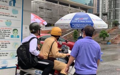 Hà Nội: Nam sinh đi thi vào lớp 10 bị nhầm địa điểm, CSGT cấp tốc dùng xe máy chở đến điểm thi cách 10km