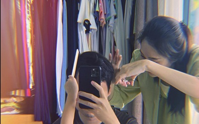 Ông xã Đặng Thu Thảo khoe được vợ và con gái cưng cắt tóc tại nhà, ai nhìn cũng ghen tị