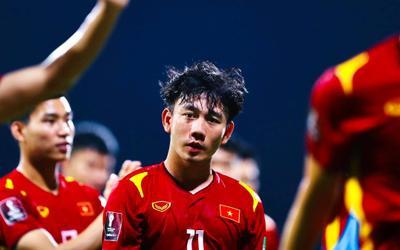 Tiền vệ Minh Vương có động thái đầu tiên sau trận đấu với UAE, dàn sao Việt đồng loạt chúc mừng