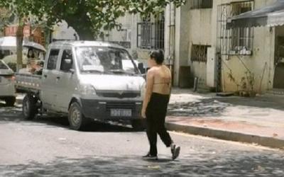 Ăn mặc 'mát mẻ' rồi đi trên đường như người mất hồn, lời giãi bày của người phụ nữ khiến ai cũng chua xót