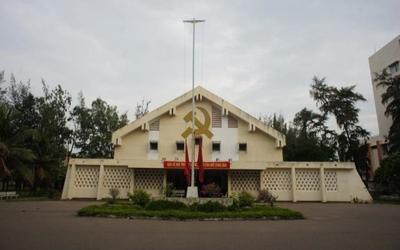 Dự lễ khai giảng chung với F0, nhiều cán bộ Bình Thuận phải cách ly tập trung