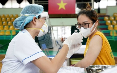 Một ca nhiễm COVID-19 từng đến tiêm vắc xin ở trường Tiểu học, TP.HCM ra thông báo tìm người khẩn