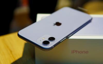 iPhone 11 'xách tay' đua giảm giá với hàng chính hãng