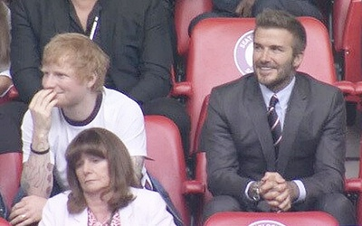 Khoảnh khắc Ed Sheeran giản dị bên David Beckham gây sốt cả thế giới