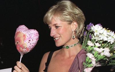 Công nương Diana nhận hoa từ nhiều tỷ phú theo đuổi mình, có cả ông Trump, trong ngày sinh nhật cuối cùng