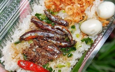 Món xôi nóng hổi ăn kèm 'của lạ', giá bình dân chỉ hơn cốc trà ở Nha Trang