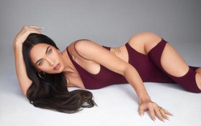 Quả bom gợi cảm Megan Fox ăn diện hở hang hết nấc, trang phục khoét lỗ căng tràn vòng 1