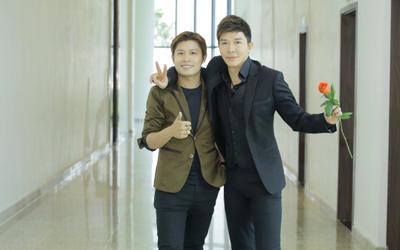 Nguyễn Văn Chung nhập hội 'fan cuồng' Nathan Lee, còn tặng cả quà 'rất gì và này nọ'!
