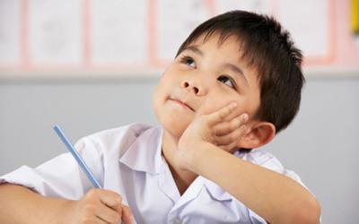 Được yêu cầu viết đoạn văn giới thiệu bản thân, cậu bé lớp 1 ghi đúng 1 dòng khiến cô giáo...ngã ngửa