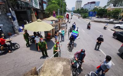 Bắt giữ người đàn ông rút côn và gậy sắt đe dọa phá chốt kiểm soát dịch ở Hà Nội