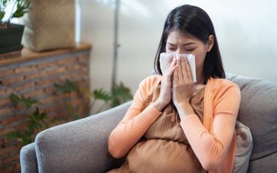 Trẻ em, phụ nữ mang thai mắc Covid-19 nguy hiểm thế nào, cần chăm sóc sao cho đúng cách?
