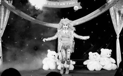 'Quái kiệt sân khấu lô tô' Lý Lệ Hoa ra đi vì Covid-19, 'bà bầu' Lộ Lộ nén đau thương