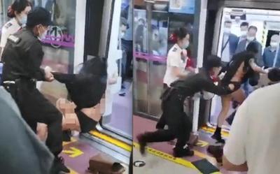 Cãi nhau trên tàu điện ngầm, cô gái bị nhân viên an ninh lôi tuột váy