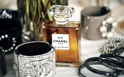 Nguồn cung hoa nhài khan hiếm, Chanel vội vàng mua thêm đất để cứu nước hoa