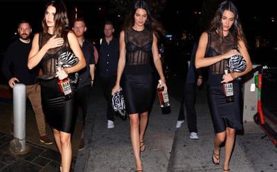 Kendall Jenner mặc áo xuyên thấu đi ăn với bạn trai, không ai có thể rời mắt khỏi body cực phẩm