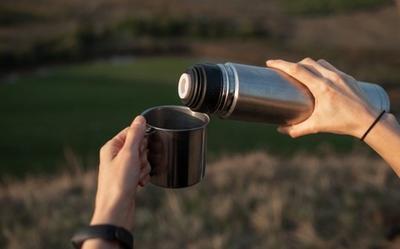 Chuyên gia khuyến cáo 3 loại đồ uống không nên đựng trong bình giữ nhiệt kẻo rước họa vào thân