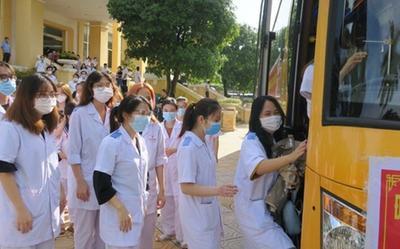 200 cán bộ, sinh viên y tế Hải Phòng lên đường đến Hà Nội hỗ trợ chống dịch