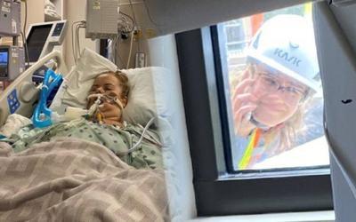 Leo lên mái nhà nhìn mặt người mẹ nhiễm Covid-19 lần cuối, cô con gái khiến nhiều người cay mắt