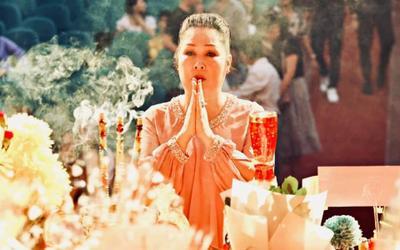 NSND Hồng Vân mong được thứ tội trong ngày giỗ Tổ, Long Nhật cầu xin che chở cho Phi Nhung
