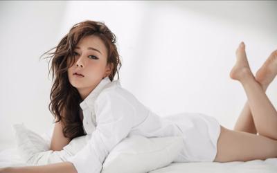 Nam nọng Phương Oanh mặc đồ ngủ siêu đẹp ngoài đời, khác hẳn U70 trong phim
