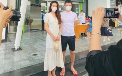 Công Vinh khiến netizen 'ngán ngẩm' style 'thời trang phang thời tiết' khi đi livestream công khai sao kê