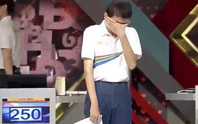 Nam sinh Đường lên đỉnh Olympia liên tục rơi nước mắt, MC VTV có cách động viên cực 'xuất sắc'