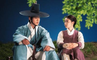'Bầu trời rực đỏ' tập 5 và 6: Không chỉ có nụ hôn đầu của Kim Yoo Jung mà còn rất nhiều khoảnh khắc đẹp