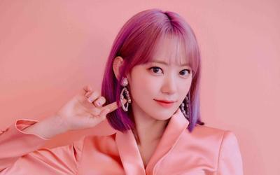 Sau nửa năm tan rã, Sakura (cựu thành viên IZ*ONE) chính thức kí hợp đồng với công ty BTS