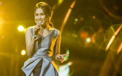 Đâu chỉ hát bằng Tiếng Việt, Mỹ Tâm còn 'chơi trội' khi hát 'cực mượt' tận bốn ngôn ngữ khác nhau?
