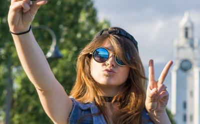 10 cử chỉ tay không nên dùng khi đi du lịch nước ngoài nếu không muốn gặp rắc rối