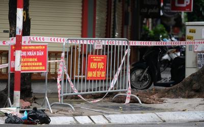 Hà Nội: Người đàn ông tử vong trong tư thế treo cổ tại cửa hàng vàng bạc, dương tính với SARS-CoV-2