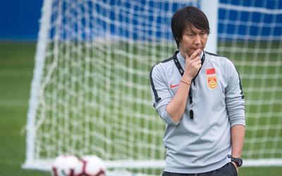 Hé lộ ứng viên thay thế HLV Li Tie nếu tuyển Trung Quốc thua Việt Nam