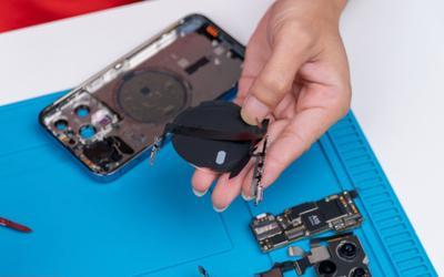 Bên trong mẫu iPhone 13 Pro có gì?