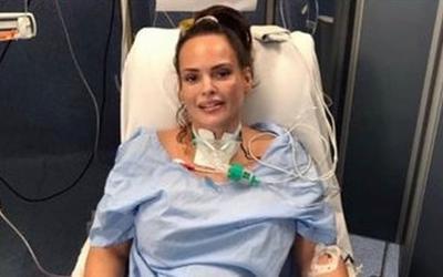 2 lần suýt chết vì Covid-19, nữ người mẫu anti vaccine hối hận: 'Cảm giác như bị xe tải cán qua người'