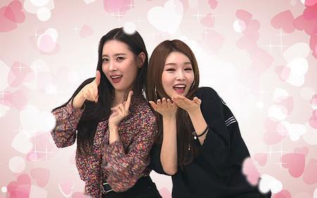 Quả không hổ danh 'gei chúa' Sunmi: Bắn tim, ôm ấp 'thả thính' đồng nghiệp nữ ngay trên sân khấu