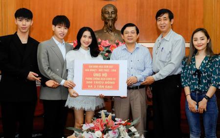 Gia đình 'Hoa dâm bụt' ủng hộ 300 triệu và 3 tấn gạo chống COVID - 19: 'Khi Tổ Quốc cần, chúng em có mặt'